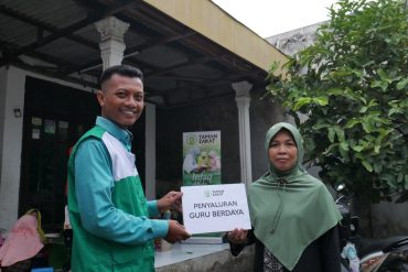 Penyaluran Wakaf 1000 Alquran untuk Guru dan Da'i Ayo Cerdas Indonesia
