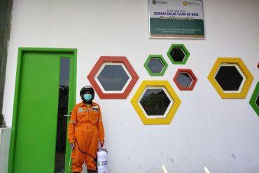 Cegah COVID-19, Taman Zakat Gandeng Warga Desa untuk Disinfeksi Mandiri