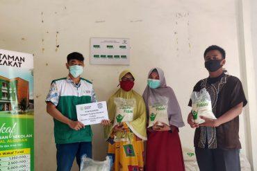 Tanggap Pangan COVID19, Taman Zakat bagikan 1000 Kg Paket Beras dan Rendang